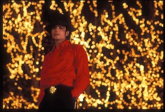 https://i1.wp.com/images2.fanpop.com/images/photos/7500000/Dancing-The-Dream-michael-jackson-7585518-550-375.jpg