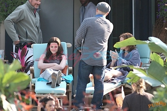 Kristen Stewart Shooting Florida Scene with Mom in Vancouver