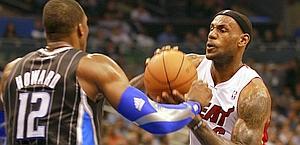 51 punti: LeBron James in azione. Afp