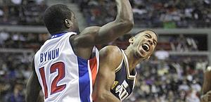 Devin Harris (dx) contro Will Bynum. Ap