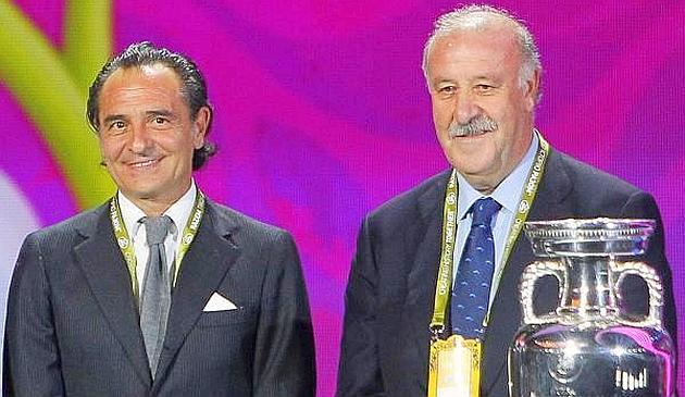 I c.t. Cesare Prandelli e Vicente del Bosque. Ansa