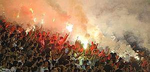 Ultrà del Partizan Belgrado, tra i loro eroi anche Karadzic, criminale di guerra. Reuters