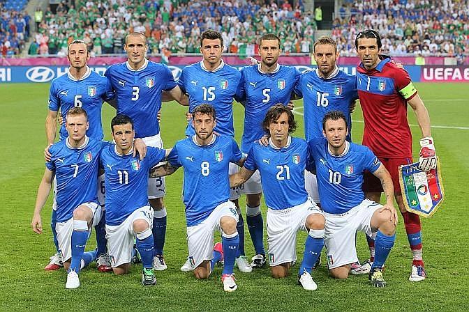 L'Italia scelta da Prandelli: torna la difesa a 4, Di Natale in attacco con Cassano. LaPresse