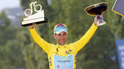 Vincenzo Nibali, 30 anni, in trionfo al Tour 2014. Bettini