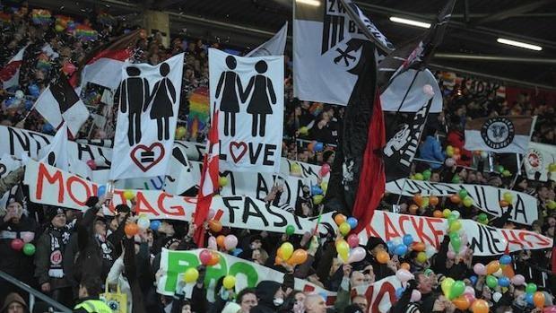 Coreografie mai banali per i tifosi del St. Pauli