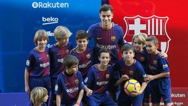 Coutinho alla presentazione al Camp Nou. Afp