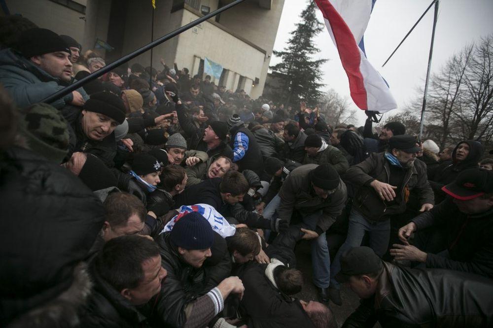 UŽIVO UKRAJINA 10 DAN: Zauzete zgrade vlade i parlamenta na Krimu!
