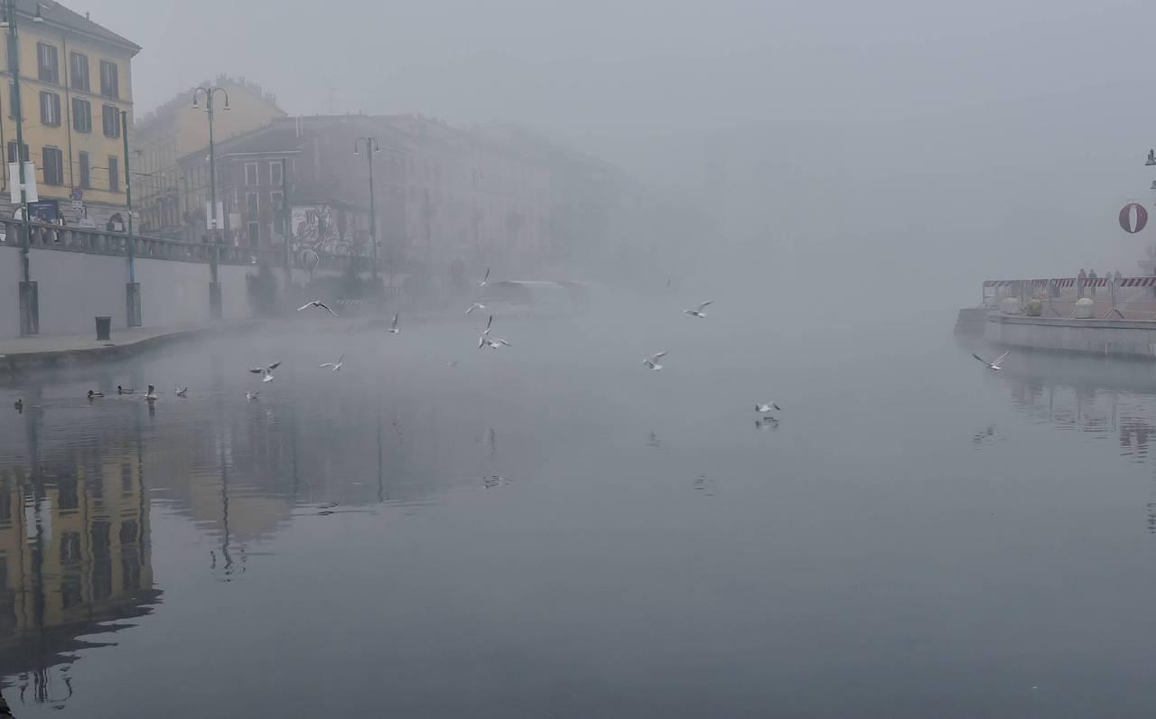 Risultati immagini per Dai Navigli a San Siro, a Milano torna la nebbia 2016