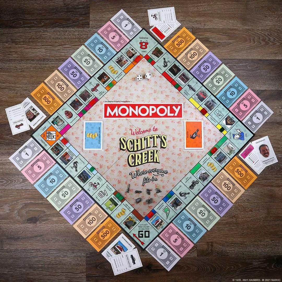 Echa un vistazo a la nueva edición Monopoly: Schitt's Creek del clásico juego de mesa disponible en The Op.