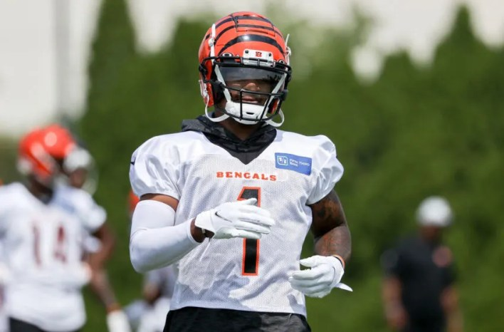 CINCINNATI, OHIO - JULY 30: Ja'Marr Chase #1 of the Cincinnati Bengals participates in a drill during training camp on July 30, 2021 in Cincinnati, Ohio. (Photo by Dylan Buell/Getty Images)
