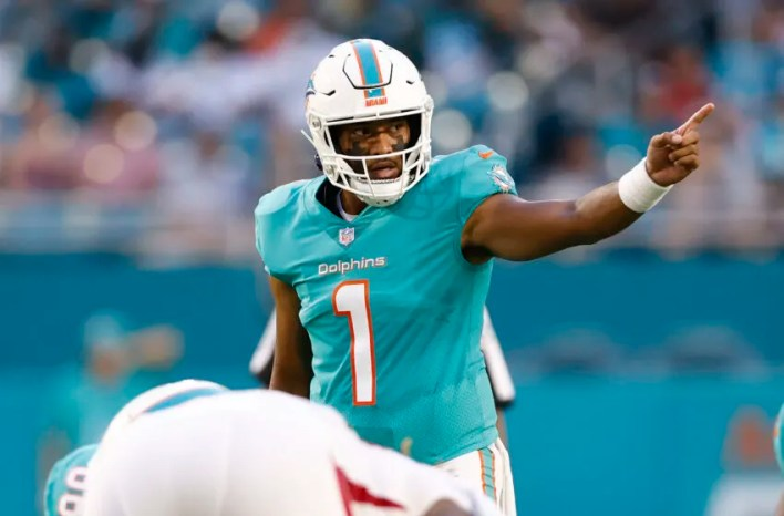 MIAMI GARDENS, FLORIDA - AUGUST 21: Tua Tagovailoa #1 of the Miami Dolphins motions to the offense against the Atlanta Falcons during a preseason game at Hard Rock Stadium on August 21, 2021 in Miami Gardens, Florida. (Photo by Michael Reaves/Getty Images)