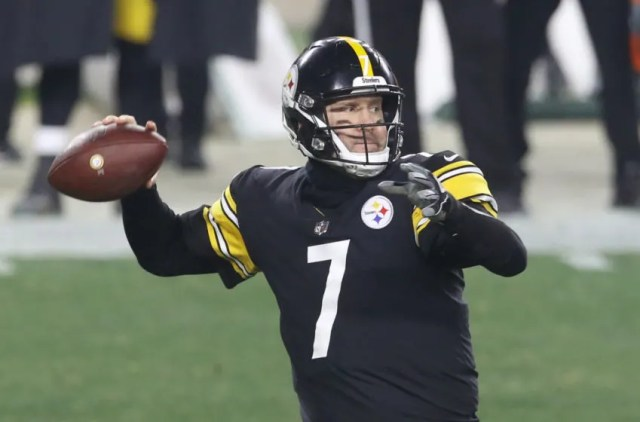 Pittsburgh Steelers quarterback Ben Roethlisberger (7) passes against the Cleveland Browns during the third quarter at Heinz Field. The Browns won 48-37. Mandatory Credit: Charles LeClaire-USA TODAY Sports