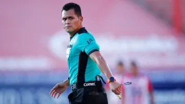 Jorge Pérez Durán had an unfortunate game management in the first half