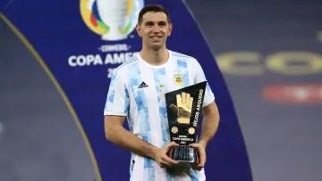 Recognition to Emiliano Martínez