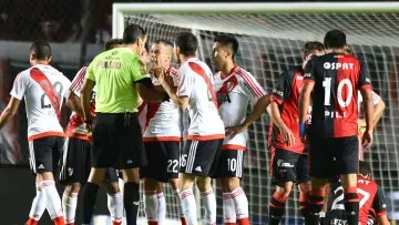 Colon v River Plate - Transition Tournament 2016 - A Colon-River of yesteryear.