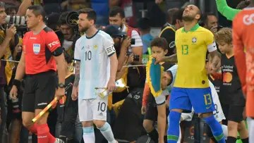 FBL-CUP AMERICA-2019-BRA-ARG - Messi and Dani Alves will only be able to meet again in the final.