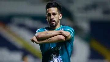 León's side, Fernando Navarro, would be one of the players that Ignacio Ambriz would like to reinforce Huesca of Spain.