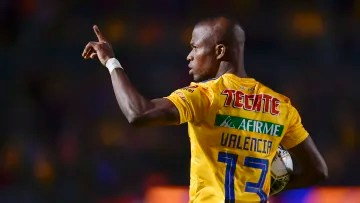 The player Enner Valencia celebrates a goal with the Tigres UANL.