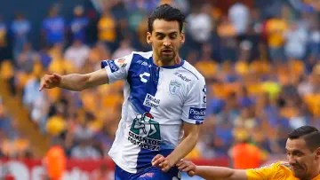 Raúl López sounds to reinforce Guadalajara.