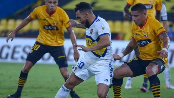 Mario Pineida, Carlos Tevez
