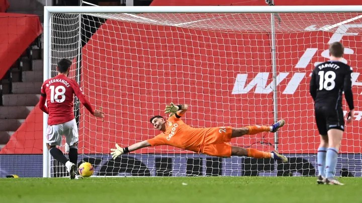 Twitter goes mad as Manchester United kick off 2021 with controversial penalty