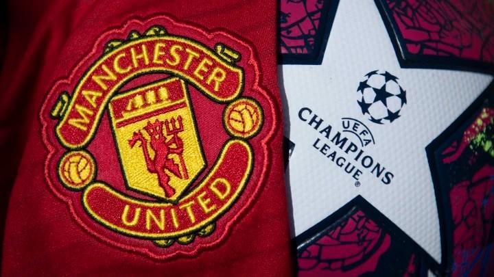 El escudo del Manchester United con un balón de la Liga de Campeones