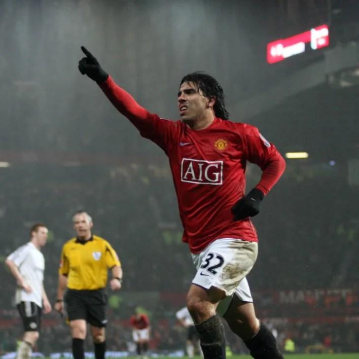 Manchester United's Carlos Tevez celebra