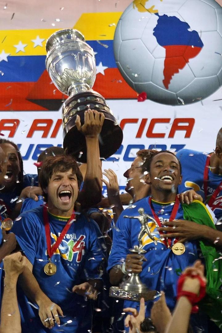 Brazil's players Robinho and Diego celeb ...
