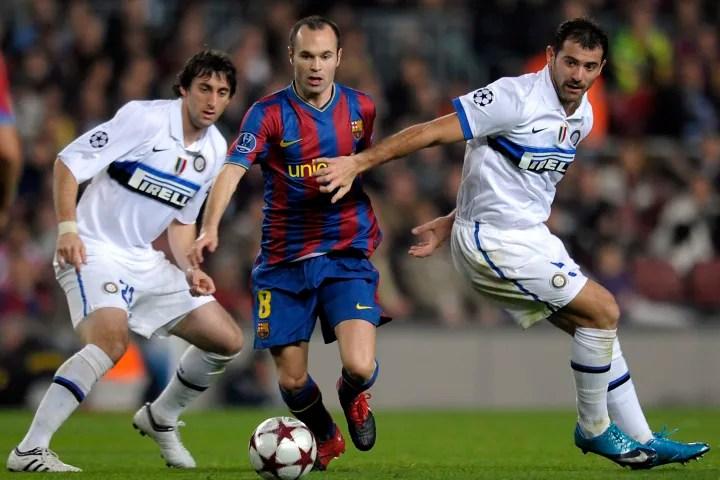 Barcelona's midfielder Andres Iniesta (C