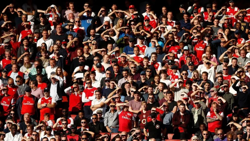 LONDON, ENGLAND - SEPTEMBER 29: Arsenal fans shade their eyes from the sun during the Premier League match between Arsenal FC and Watford FC at Emirates Stadium on September 29, 2018 in London, United Kingdom. (Photo by Julian Finney/Getty Images)