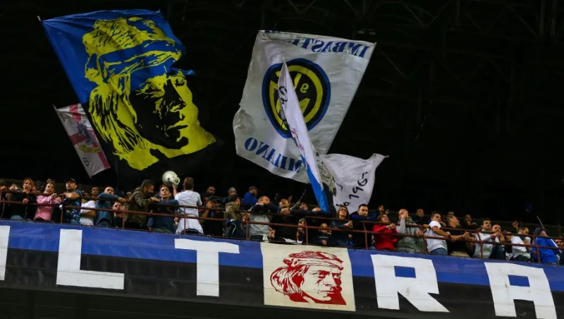 MILAN, ITALY - SEPTEMBER 25: A general view of fans of FC Internazionale during the Serie A match between FC Internazionale v ACF Fiorentina at Stadio Giuseppe Meazza on September 25, 2018 in Milan, Italy. (Photo by Robbie Jay Barratt - AMA/Getty Images)