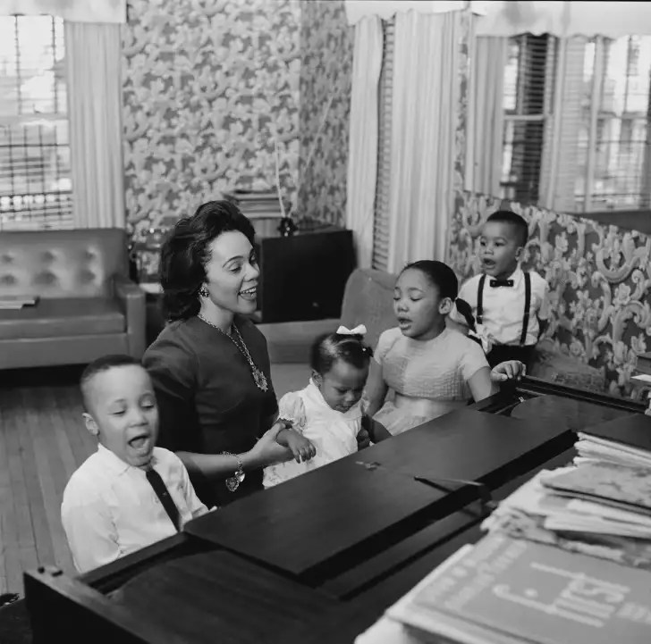 Martin Luther King, Jr's wife, Coretta Scott King, and their four children Yolanda (8), Martin Luther King III (6), Dexter (3) and Bernice (11 months), in February 1964.