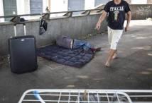 Pentole, stendino e sacchi a pelo: dormitori a cielo aperto a due passi dal Vaticano