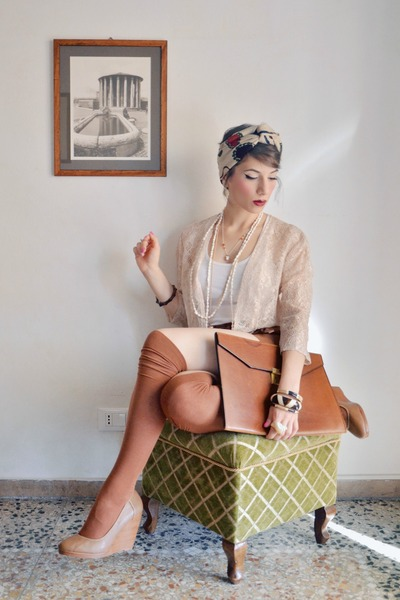 Tan-turban-zara-scarf-tawny-briefcase-vintage-bag-tawny-h-m-shorts_400