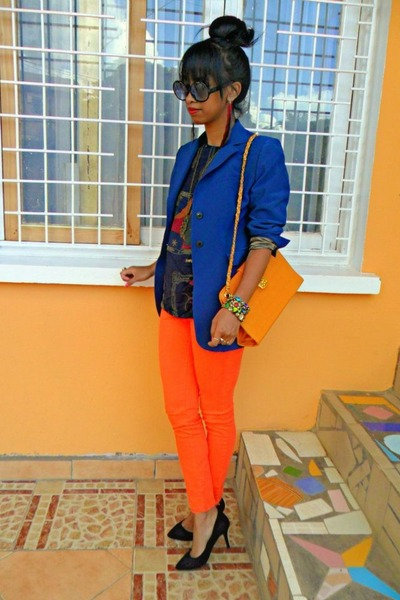 Blue-blazer-carrot-orange-skinny-pants_400