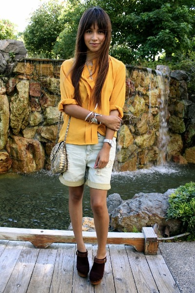 https://i1.wp.com/images3.chictopia.com/photos/Jujubabyy/6759158098/yellow-vintage-blouse-blue-quiksilver-shorts-steve-madden-shoes_400.jpg
