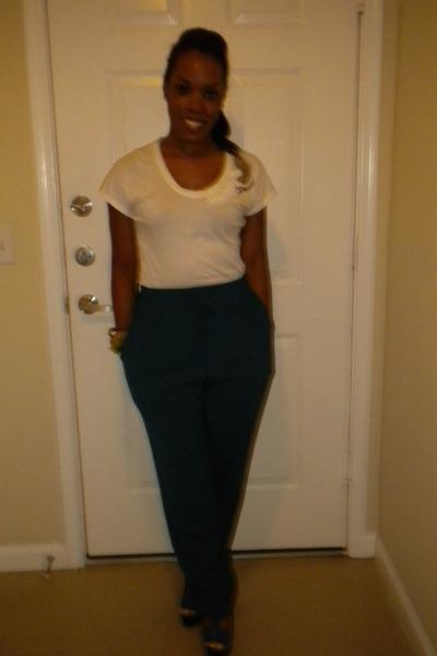 Navy-stiletto-jessica-simpson-shoes-white-beaded-new-york-company-blouse_400