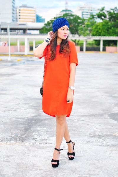 Shift-mango-dress-mango-purse-suede-feet-for-a-queen-heels_400