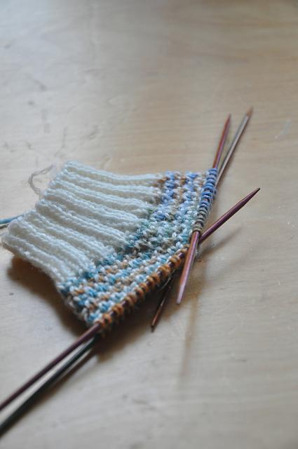 broken seed stitch socks zauberwiese sockenwolle leinen strandholz drops fabel natur