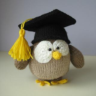 Graduation owl knitting pattern.