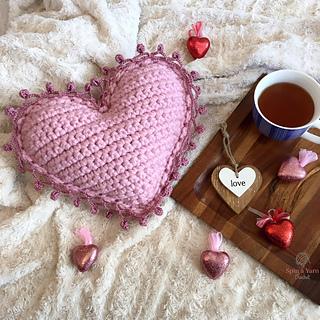 heart pillow pattern by spin a yarn crochet