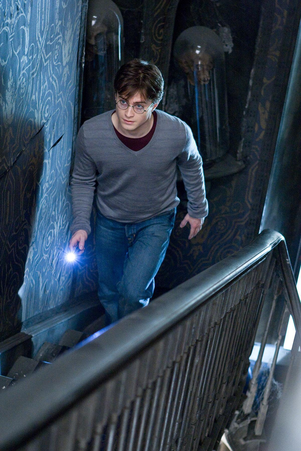 Hp7 Part 1 Harry At Grimmauld Place Hi Res