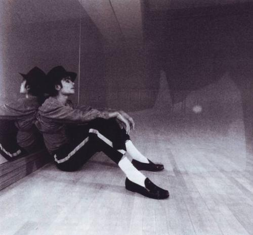 https://i1.wp.com/images4.fanpop.com/image/photos/15900000/Michael-Jackson-Black-and-White-michael-jackson-15906675-500-466.jpg