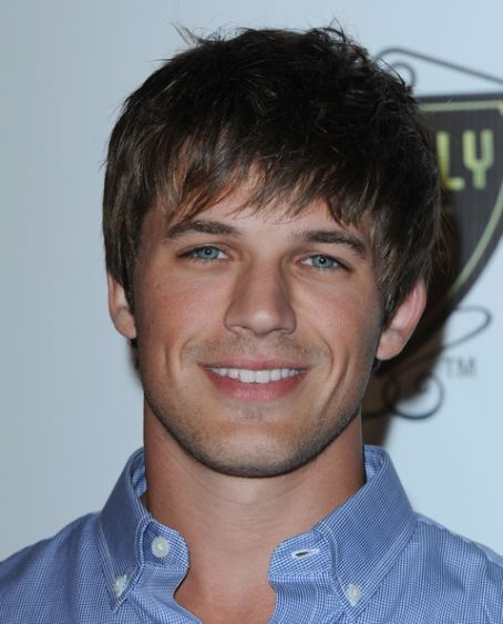 https://i1.wp.com/images4.fanpop.com/image/photos/17300000/Matt-3-matt-lanter-17373429-454-563.jpg