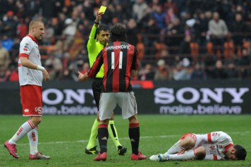 https://i1.wp.com/images4.fanpop.com/image/photos/20000000/Z-Ibrahimovic-Milan-Bari-zlatan-ibrahimovic-20088349-594-396.jpg?resize=356%2C237