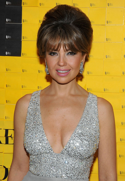 https://i1.wp.com/images4.fanpop.com/image/photos/20400000/10th-annual-New-Yorkers-for-Children-fall-gala-22-09-2009-thalia-20436090-411-594.jpg