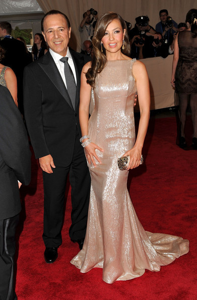 https://i1.wp.com/images4.fanpop.com/image/photos/20400000/American-Woman-Fashioning-A-National-Identity-Met-Gala-03-05-2010-thalia-20436144-391-594.jpg