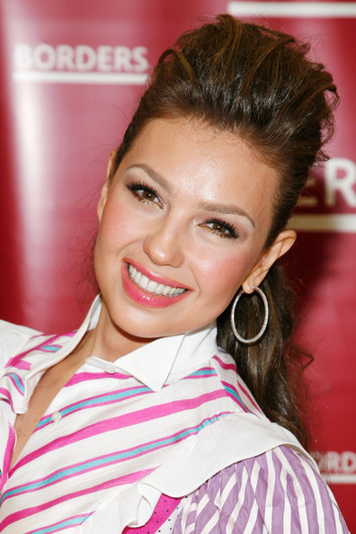 https://i1.wp.com/images4.fanpop.com/image/photos/20400000/Thalia-Promotes-Her-New-Book-At-Borders-11-06-2009-thalia-20436509-396-594.jpg
