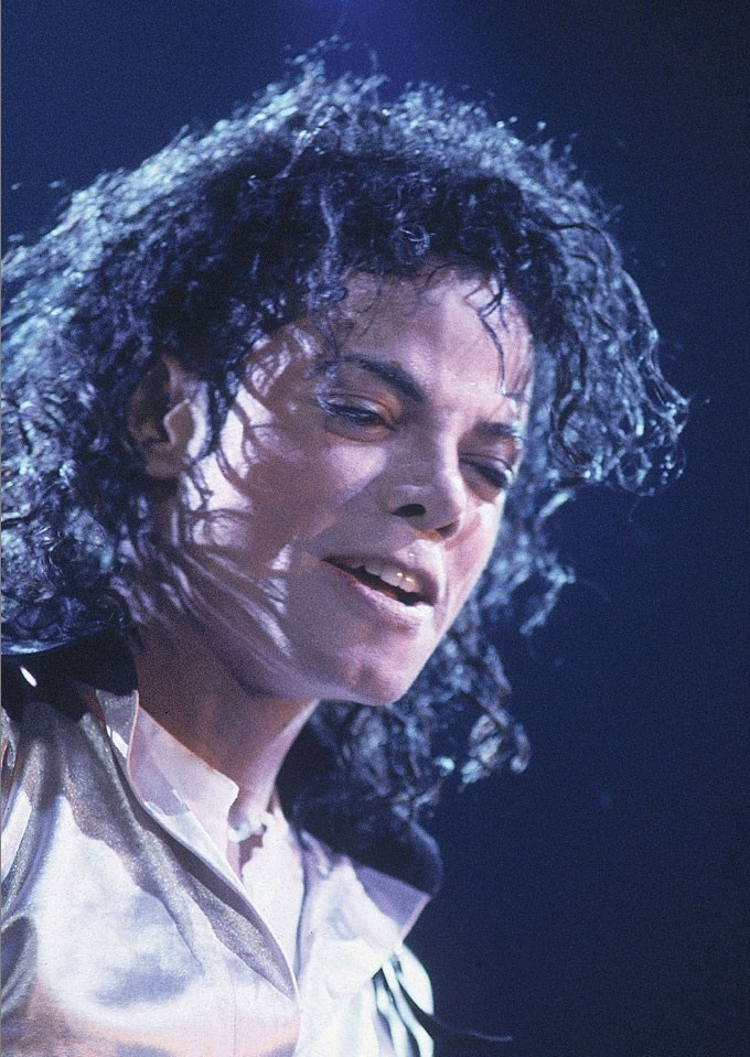 https://i1.wp.com/images4.fanpop.com/image/photos/21000000/BAD-TOUR-michael-jackson-21071336-680-959.jpg