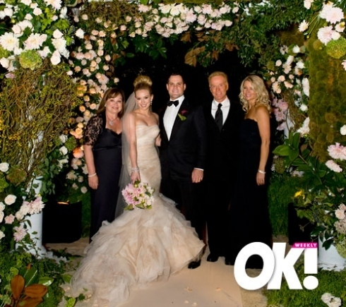 https://i1.wp.com/images4.fanpop.com/image/photos/22700000/Hilary-Duff-Mike-Comrie-Wedding-hilary-duff-and-mike-comrie-22770001-490-435.jpg